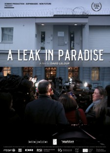 Affiche du film A Leak in Paradise