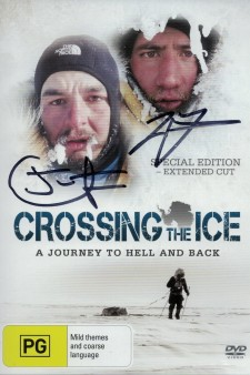 Affiche du film Crossing the Ice - A journey to hell and back